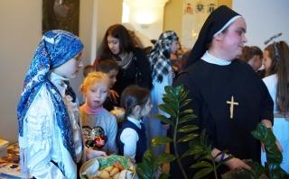 Kolędowanie dzieci z naszej parafii u sióstr józefitek u księdza Arcybiskupa